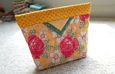 Metal Tape Measure closure for a bag! - The Quilting Forum - Missouri Star's Quilt Community Diy Coin Purse, Coin Purses, Sewing Crafts, Sewing Projects, Diy Crafts, Metal Tape, Snap Bag, Purse Tutorial, Craft Bags