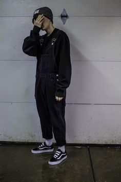 Baggy casual 90 s streetwear inspo cool sweater outfits for men mensfashion sweater outfits streetstyle Indie Outfits, Edgy Outfits, Grunge Outfits, Retro Outfits, Cool Outfits, Skater Outfits, Plad Outfits, Grunge Clothes, Hipster Outfits