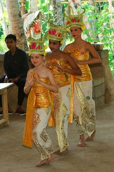 Pendet Dance on Saraswati Day (the knowledge day)