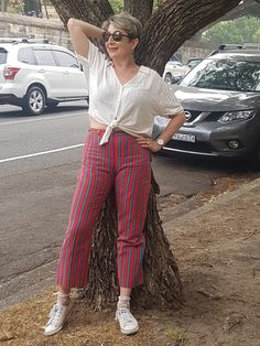 Love these red stripy pants, them make my smile 50 Fashion, Fashion Tips, Other Woman, Make Me Smile, Parachute Pants, That Look, Red, How To Make, Women