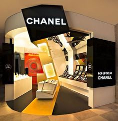 CHANEL New Dehli India Pop-Up Store pinned by Ton van der Veer - Chanel Cosmetics - Ideas of Chanel Cosmetics Trending Chanel Cosmetics - CHANEL New Dehli India Pop-Up Store pinned by Ton van der Veer Display Design, Booth Design, Store Design, Perfume Display, Perfume Store, Cosmetic Shop, Cosmetic Design, Booth Decor, Retail Interior