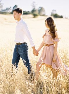 obsessed with flowy dresses! engagement session outfit ideas // Ryan Ray Photography