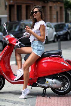 Vespa - Hotpants Lady on the Vespa. Scooter Girl, Vespa Girl, Mopar, Vintage Vespa, Motor Scooters, Vespa Scooters, Biker Chick, Biker Girl, Poses