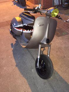Custom Sharktooth Vespa Image by Victor Fernandez Scooters Vespa, Lambretta Scooter, Motor Scooters, Vespa Images, Vespa 200, Stunt Bike, Scooter Custom, Yamaha Bikes, Vespa Girl