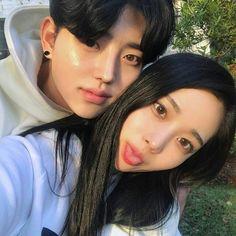 「korean couple ulzzang having ice cream」の画像検索結果 Couple Ulzzang, Ulzzang Girl, Girl Couple, Sweet Couple, Cute Korean, Korean Girl, Asian Girl, Korean Best Friends, Asian Love