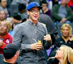 Renowned DJ Diplo enjoyed an L.A. Clippers game in spexy style! Take a looksie at his chunky black square glasses.