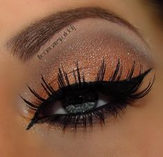 I am determined to learn how to do the cat eye! So cute!!