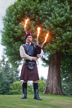 the firey piper kilt bagpipes Scottish People, Scottish Man, Scottish Thistle, Scottish Bagpipes, Celtic Pride, Drum Major, Highland Games, Men In Kilts, How To Look Handsome