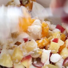 This creamy fruit salad recipe, using Greek yogurt, is sweet and creamy without the added calories! This creamy fruit salad recipe, using Greek yogurt, is sweet and creamy without the added calories! Fruit Smoothie Recipes, Fruit Recipes, Cooking Recipes, Drink Recipes, Healthy Fruits, Healthy Foods To Eat, Healthy Recipes, Creamy Fruit Salads, Fruit Salad With Yogurt