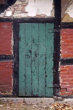 Google Afbeeldingen resultaat voor http://us.123rf.com/400wm/400/400/nowhereman01/nowhereman011009/nowhereman01100900040/7723298-deur-detail-van-een-oude-boerderij-in-duitsland.jpg