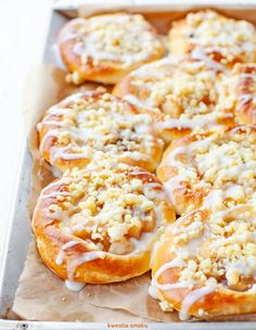 Drożdżówki z jabłkami i kruszonką Yummy Pasta Recipes, Delicious Desserts, Cake Recipes, Dessert Recipes, Cooking Recipes, Yummy Food, Polish Desserts, Low Carb Side Dishes, Sweet Cakes