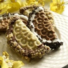 Dolce Pizzelles: These beautiful cookies are made in Ohio and they are the best coffee and tea cookies. My fav is red velvet and orange cream. Pizzelle Cookies, Pizzelle Recipe, Waffle Cookies, Tea Cookies, No Bake Cookies, Pizzelle Maker, Cookie Desserts, Cookie Recipes, Dessert Recipes