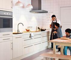 ikea - ベースキャビネットがたくさんある子供にやさしいキッチン