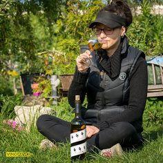 Sonne Frühling Feiertag - ein gute Wein gehört einfach dazu. #vinoakvo @coppolawine #chardonnaywine #chardonnay #berlintrinktwein #weißwein #weisswein #frühling #frühlingsgefühle #frühlingswettergenießen #frühlingsliebe #frühlingswein #gläschenwein #weinliebhaber #1mai #1maiberlin #geileswetter