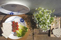 Smørrebrød genießt ihr stilecht auf den Tellern der dänischen Porzellanmanufaktur Royal Copenhagen. Die Mega Blau Gerippt Serie verkörpert perfekt den angesagten Danish Design Trend.