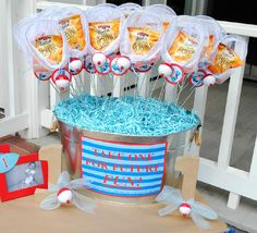 Cute favors for a fishing themed party.  Goldfish in a little net with a bobber on the end.  Great for any Gone fishing party or birthday.