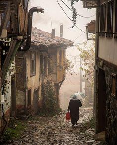 Cumalıkızık village - Bursa -Turkey // Photo by Özden Sözen. Relax with these backyard landscaping ideas and landscape design. Beautiful Places, Beautiful Pictures, Turkey Photos, Old Street, People Of The World, Watercolor Landscape, Old Houses, Medieval, Scenery