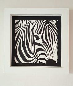 """Le cadre blanc en bois """"Le zèbre"""" 25x25cm : Décorations murales par la-fabrique-en-papier"""