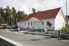 vitt hus med rött tak - Sök på Google
