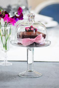 (via Decorative Country Living ~ Glass cake stand and dome)