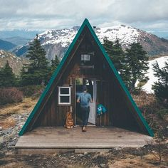 A- frame cabin. i just want a tiny house- if it happens to be an a-frame that wouldnt be bad either (: A Frame Cabin, A Frame House, Ideas Cabaña, Ideas De Cabina, Cabin In The Woods, Cabins And Cottages, Log Cabins, Tiny Cabins, Jolie Photo