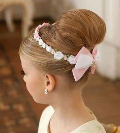 Peinados De Fiesta Para Niña. Los peinados de fiesta para niñas pueden ser muy diversos, ya que la textura de pelo en las pequeñas es tan diverso como en los grandes. Las niñas más pequeñas poseen el cabello suave, má... Ver más aquí: https://imagenesdepeinados.com/peinados-fiesta-nina/