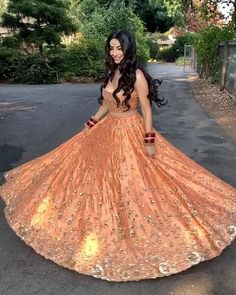 Indian Wedding Video, Indian Wedding Gowns, Indian Bridal Outfits, Indian Bridal Wear, Wedding Lehenga Designs, Lehenga Wedding, Designer Bridal Lehenga, Designer Lehanga, Party Wear Lehenga