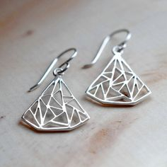 Martha Jackson Sterling Silver Silver Art Deco Triangles Earrings (€15) ❤ liked on Polyvore featuring jewelry, earrings, silver jewellery, art deco inspired jewelry, silver triangle earrings, sterling silver jewellery and sterling silver jewelry