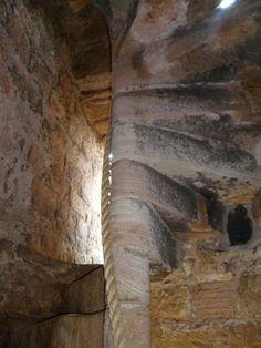Crichton Castle http://3.bp.blogspot.com/-VRm14zWXxeo/T7vPoGwct9I/AAAAAAAAEU4/gqOAE7WrJFw/s1600/%252820120521%2529+-+Crichton+Castle+%2526+Church+-+083.JPG