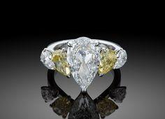 Le mariage de diamants blancs et de diamants de couleur http://www.vogue.fr/joaillerie/a-voir/diaporama/star-diamond-private-jeweller-haute-joaillerie-diamants-de-couleur/21378/image/1116078#!le-mariage-de-diamants-blancs-et-de-diamants-de-couleur