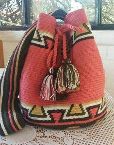 New crochet purse handmade 41 ideas Diy Crochet Pillow, Crochet Art, Tapestry Crochet, Crochet Gifts, Crochet Patterns, Mochila Crochet, Crochet Baby Bonnet, Crochet Baby Sandals, Tapestry Bag