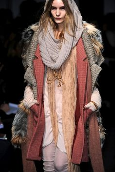 Dorothea at Missoni FW 09 Boho Fashion, Fashion Show, Womens Fashion, Winter Wear, Types Of Fashion Styles, Plaid Scarf, Boho Chic, Fur Coat, Street Style