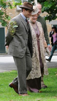 Downton Abbey Season 4: Filming in Bampton with Branson and the Dowager