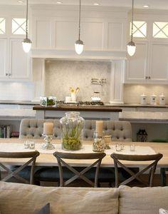 Esto es una buena muestra de lo que es unificar cocina, salón y comedor para crear un ambiente único.