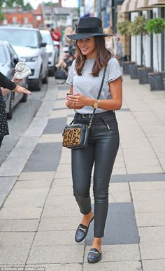 Michelle Keegan looks glamorous in leather trousers and black fedora for friend's birthday bash Casual Day Outfits, Outfits With Hats, Simple Outfits, Summer Outfits, Cute Outfits, Black Fedora Outfit, Black Trousers Outfit Casual, Fedora Hat, Leather Trousers Outfit