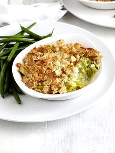 A perfect easy and healthy supper for when you feel like you've overindulged over the Christmas period! Chicken and leeks are cooked in a creamy sauce and finished off with golden ciabatta breadcrumbs for a clever and healthier alternative to pastry Easy Pie Recipes, Healthy Chicken Recipes, Dinner Recipes, Cooking Recipes, 500 Calorie Meals, Low Calorie Recipes, Chicken And Leek Pie, Chicken And Leek Recipes, Chicken Meals