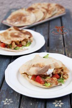 Kváskový pita chlieb na letnú grilovačku - Sisters Bakery Bakery, Tacos, Sisters, Food And Drink, Bread, Ethnic Recipes, Brot, Baking, Breads