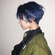Short Bob x Navy Blue - Colorful Hair Medium Styles Hair Inspo, Hair Inspiration, Shot Hair Styles, Aesthetic Hair, Hair Reference, Cut My Hair, Cool Hair Color, Hair Color Blue, Dream Hair