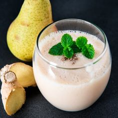 Pear & ginger smoothie with a secret ingredient... Flavorful and delicious! (Dairy-free)