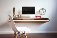 Minimal Wall Desk (Rift Oak)