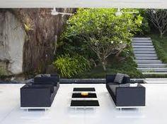 Inspiration : extérieur noir #SalondeJardin #Zen#EscaliersPOTIER via : http://www.blog2jardinage.com