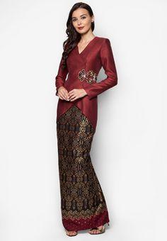 Fashion hijab indonesia baju kurung 63 New ideas Kebaya Lace, Kebaya Dress, Batik Kebaya, Batik Dress, Kebaya Modern Hijab, Model Kebaya Modern, Kebaya Muslim, Muslim Fashion, Hijab Fashion