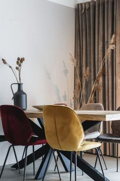 Moderne Eetkamerstoel Lisss Geel   Oosterbaan Living Velvet Shop, Modern Design, Chair, Furniture, Home Decor, Velvet, Lounge Chairs, Decoration Home, Room Decor