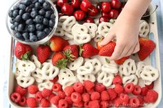 An easy Fourth of July snack hack that gives the kids something sweet and keeps it healthy, too!