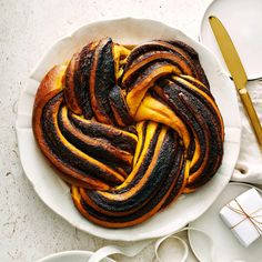 Babka med saffran och choklad | Recept ICA.se Vegan Sweets, Something Sweet, Ratatouille, Fudge, Recipies, Dessert Recipes, Cookies, Ethnic Recipes, Christmas