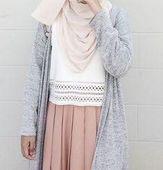 Ootd and more of my friends, the loveliest bunch ✨ hijabi fa Modern Hijab Fashion, Street Hijab Fashion, Hijab Fashion Inspiration, Muslim Fashion, Look Fashion, Skirt Fashion, Fashion Outfits, Fashion Muslimah, Hijab Style