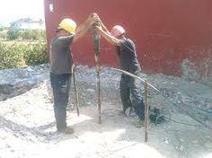 nuestros operarios en una obra de cimentación especial , preparando el terreno