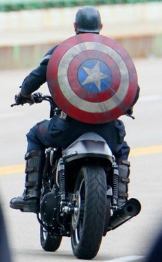 New Suit In CAPTAIN AMERICA: THE WINTER SOLDIER Spotted In Latest Set Photos