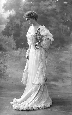 Marie Thérèse Pierat,1903. Nadar.
