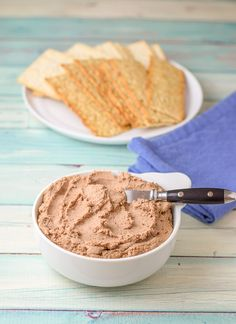 This especially luscious chicken liver pate recipe is so easy to make and super delicious! What makes it so special? The cognac. It gives it such a fun and unique flavor Chicken Pate Recipe, Chicken Liver Pate, Chicken Recipes, Pate Recipes, Liver Recipes, Cooking Recipes, Terrine Recipes, Mini Appetizers, Appetizer Recipes